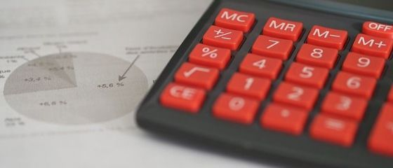 PwC: Aproape trei sferturi dintre companii au nevoie de cel puţin şase luni pentru implementarea plăţii defalcate a TVA