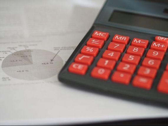 Raport UniCredit: Ritmul alert de crestere a economiei stimulat de consum ascunde dezechilibrele fiscale majore. Avansul rapid al salariilor impinge cursul la 5 lei/euro