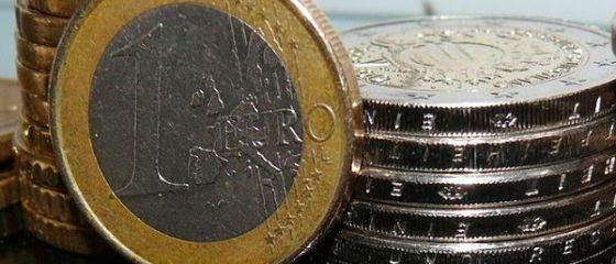 Leul isi revine in fata monedei unice, dupa caderea provocata de adoptarea OUG de modificare a Codurilor penale. Euro scade aproape de 4,51 lei