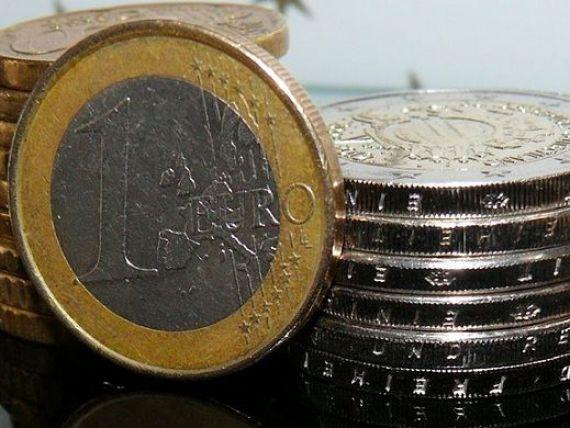 Leul inchide saptamana pe apreciere. Euro revine sub 4,52 lei