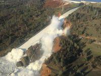Cel mai inalt baraj din SUA risca sa se prabuseasca, din cauza ploilor abundente. 200.000 de oameni, evacuati