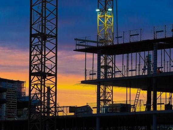 Sectorul constructiilor si-a continuat caderea in februarie, din cauza prabusirii lucrarilor de infrastructura. Locuintele au crescut cu 70%