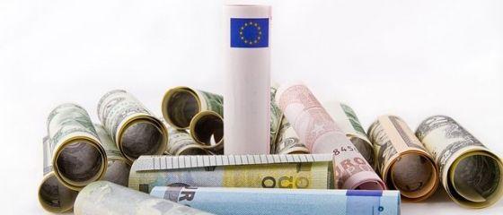Euro scade din nou sub 4,52 lei, insa dolarul american urca pana aproape de 4,29 lei