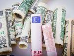 Euro coboara sub 4,56 lei, iar dolarul ajunge foarte aproape de 4 lei
