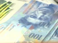 Numarul romanilor cu credite in franci elvetieni s-a redus la jumatate, in ultimii doi ani. Cei mai multi clienti au ajuns la acorduri de conversie cu bancile