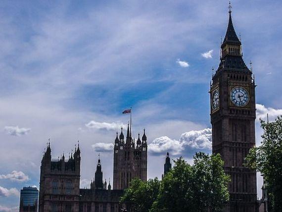 Marea Britanie spune că este pregătită să treacă la următoarea etapă a negocierilor pentru Brexit și să înceapă discuțiile despre relația comercială