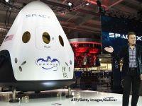 Miliardarul Elon Musk vrea sa trimita in spatiu o misiune privata de orbitare a Lunii. Doua persoane au platit deja  excursia