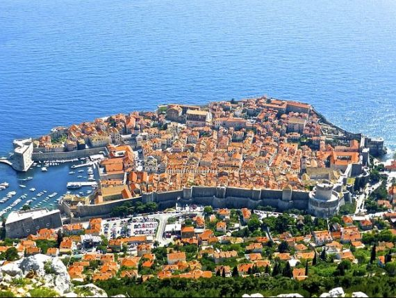 Croatia Airlines introduce in premiera zboruri directe Bucuresti-Zagreb, cu escala in alte orase, precum Split si Dubrovnik