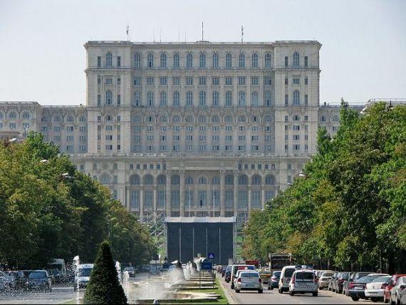 Palatul Parlamentului angajeaza 17 ghizi cu contract part-time. Un milion de turisti au vizitat, anul trecut, Casa Poporului
