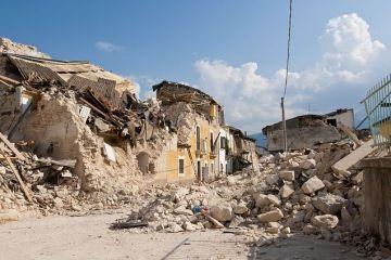 Românii recunosc că se tem de cutremure și inundații, dar spun că nu-și asigură casele pentru că nu au bani