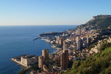 Romania, te iubesc:  Grupul de la Monaco  al milionarilor romani. In tara sunt vanati de DNA, dar pe Coasta de Azur duc vieti de lux