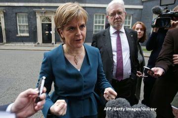 Regatul Unit ramane intreg pana la finalizarea Brexit-ului. Premierul Scotiei amana organizarea unui al doilea referendum pentru independenta