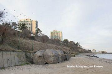Fratii Micula au scos la vanzare 11 din cele 12 hoteluri pe care le detin pe litoral. Cumparate in urma cu 15 ani, cladirile arata la fel ca in 1989