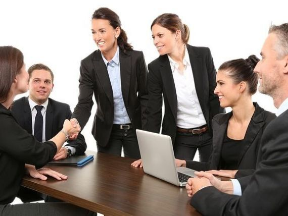 Aproape două treimi dintre angajați vor să-și schimbe jobul în anul următor. Pe ce criterii își aleg românii viitorul loc de muncă