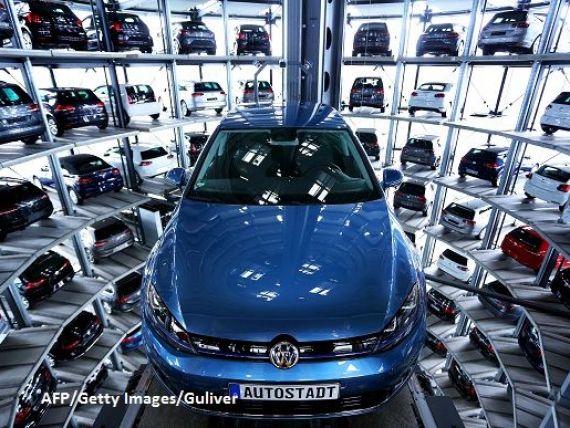 Volkswagen nu stie ce sa faca cu automobilele rascumparate in SUA. Sute de mii de masini noi zac pe stadioane sau in baze aeriene abandonate
