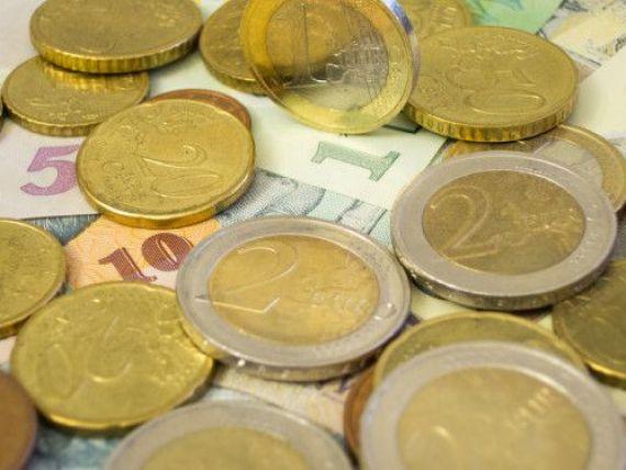 Euro urca aproape de 4,53 lei, maxim al ultimelor doua saptamani