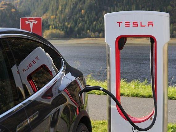 Tesla a atras 1,2 mld. dolari printr-o vanzare de actiuni si obligatiuni, cu 20% peste asteptari