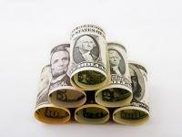 Euro revine sub 4,52 lei, iar dolarul scade spectaculos. Moneda americana s-a depreciat dupa o declaratie a presedintelui Trump