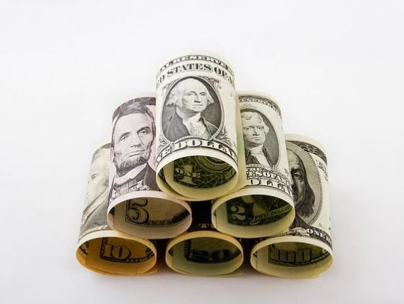 Euro depaseste din nou 4,55 lei, iar dolarul explodeaza la BNR, pe fondul scaderii puternice a monedei unice in raport cu cea americana