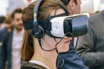 Expozitia imobiliara la care vizitatorii isi pot explora viitoarea casa cu ajutorul ochelarilor de realitate virtuala