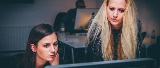 Angajații depășesc timpul legal de lucru în majoritatea țărilor din UE, inclusiv România. În ce state se muncește cel mai puțin