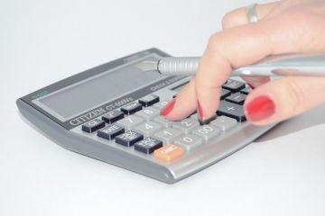Guvernul reface calculele, dupa adoptarea Legii salarizarii. Impozitul pe gospodarie si reducerea de la 16 la 10% ar putea fi amanate