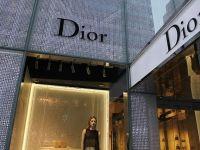Tranzactie gigant pe piata articolelor de lux. Grupul LVMH cumpara Christian Dior, pentru 12 mld. euro