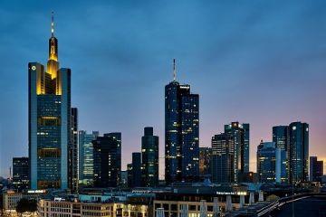 Bancile din Londra au inceput sa caute serios spatii de birouri in Frankfurt.  Nu va fi loc pentru toata lumea . Regatul ar putea pierde zeci de mii de joburi doar in sectorul financiar