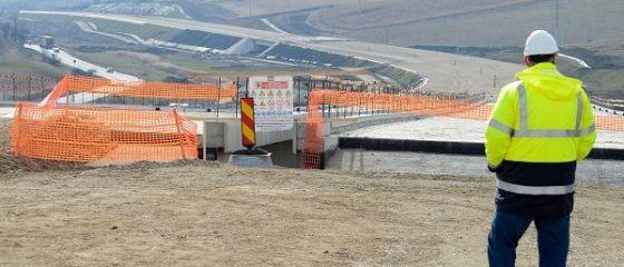 După Dacia Renault, premierul Tudose promite și celor de la Ford că va finaliza autostrada Piteşti-Sibiu şi legătura cu Craiova până la sfârșitul mandatului