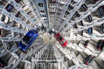 UE pune cruce mașinilor tradiționale. Țintele ridicate privind emisiile de CO2 orientează giganții auto către vehiculele electrice