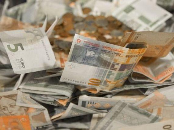 Leul incheie saptamana pe apreciere. Euro coboara spre 4,54 lei