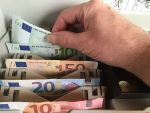 Euro revine peste 4,57 lei, insa leul este sustinut de tendinta regionala