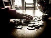 Canada lucreaza la un program pilot pentru introducerea unui venit minim garantat. In Romania, ajutorul ar putea fi suspendat. Tariceanu:  Este o invitatie la nemunca