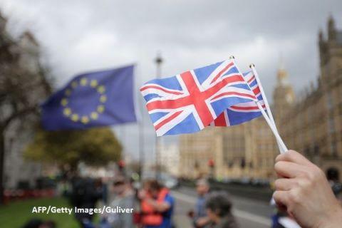 Londra vrea să obţină o uniune vamală  temporară , pentru a evita haosul după ieșirea din UE. Guvernul ține la secret documentele care analizează impactul Brexitului asupra economiei