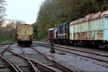 România, tot înapoi! Sistemul feroviar, în pericol de deraiere: viteză ca în perioada interbelică și automotoare de pe vremea lui Malaxa