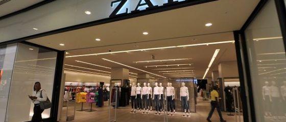 Retailerul Inditex, proprietarul Zara, a devenit cea mai valoroasa companie spaniola din istorie, cu o capitalizare de peste 112 mld. euro. Amacio Ortega redevine al doilea cel mai bogat om din lume
