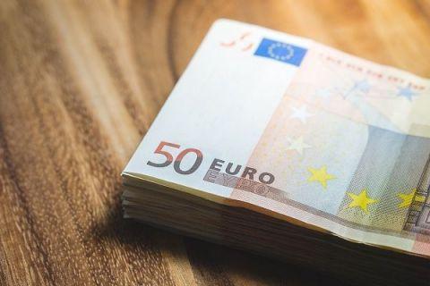 Castigul mediu net a ajuns la 515 euro, in martie, insa ponderea salariilor angajatilor din Romania in PIB ramane printre cele mai mici din Europa. In ce domenii salariul mediu depaseste 1.000 euro