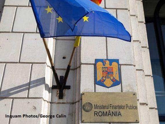 Opt din zece angajaţi din Ministerul Finanţelor câştigă peste 1.000 de euro net pe lună