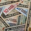 Euro depaseste 4,57 lei la BNR, cursul fiind influentat de tensiunile politice din SUA. Moneda europeana atinge nivelul maxim din octombrie 2012