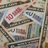 Euro scade sub 4,57 lei, iar dolarul atinge un nou nivel minim din mai 2016