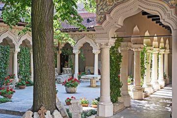 CNN prezinta noua motive pentru a vizita Bucurestiul. De la  muzeul fara egal  si  cea mai frumoasa librarie din Europa , la Centrul Vechi, Palatul Parlamentului si Ateneul Roman