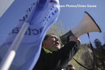 Sindicalistii ameninta ca vor bloca, miercuri, administratia publica locala si centrala, nemultumiti de legea salarizarii. Greva si miting la Palatul Parlamentului