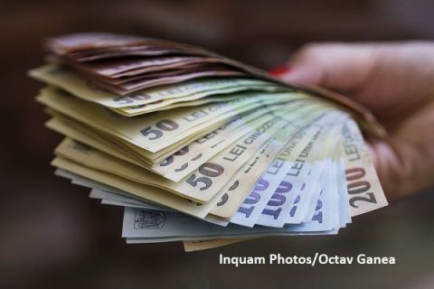 Salariul mediu net crește la 2.380 lei și atinge un nou nivel maxim istoric. Cine sunt angajații care câștigă aproape 6.000 de lei lunar