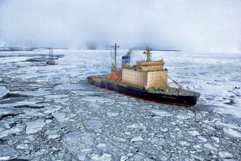 Încălzirea globală revoluționează transportul maritim. O navă cargo de mare tonaj a traversat în premieră Oceanul Arctic