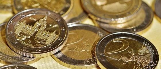 Euro se menţine peste 4,56 lei, pe o piaţă cu fluctuaţii reduse