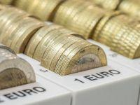 Euro coboara spre 4,56 lei, dolarul ajunge foarte aproape de 4 lei