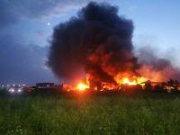 Doua depozite ard de marti seara la Balotesti, flacarile s-au extins pe 10.000 mp. Fabrica nu avea autorizatie ISU