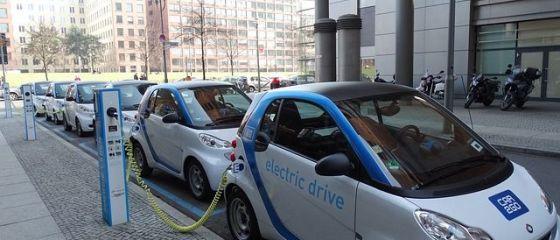 Cât costă cea mai ieftină mașină electrică în România. Statul oferă un tichet de 10.000 de euro