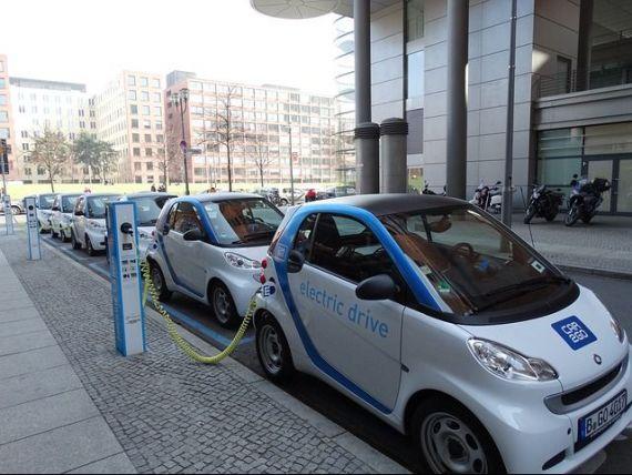 Revolutia auto. Volkswagen estimeaza ca industria are nevoie de 40 de gigafabrici de baterii litiu-ion, pe fondul exploziei numarului de masini electrice
