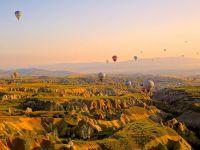 Ambasadorul Turciei recomanda romanilor sa nu se limiteze doar la Antalya, cand merg in vacanta in tara sa. Cappadocia, Istanbul si Marea Egee, printre propunerile diplomatului